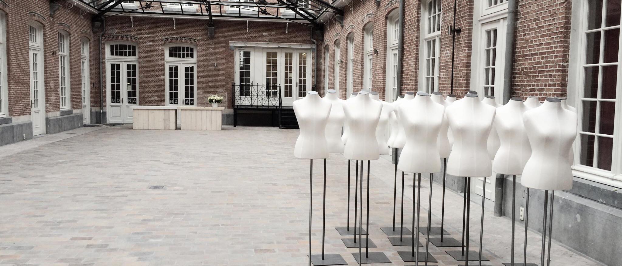 Wonderbaar rental service - huren | acb displays - bust forms - mannequins MV-34